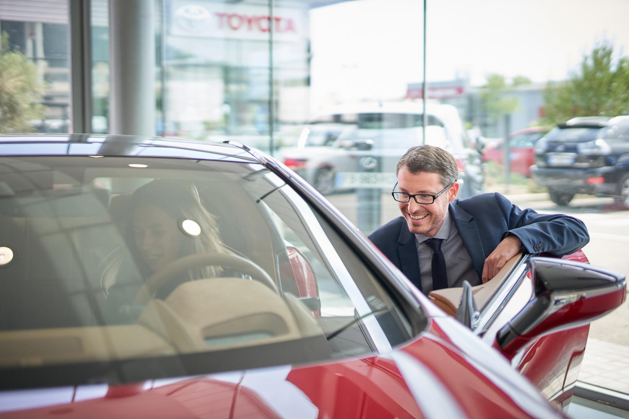 Vendeur Lexus clients particuliers
