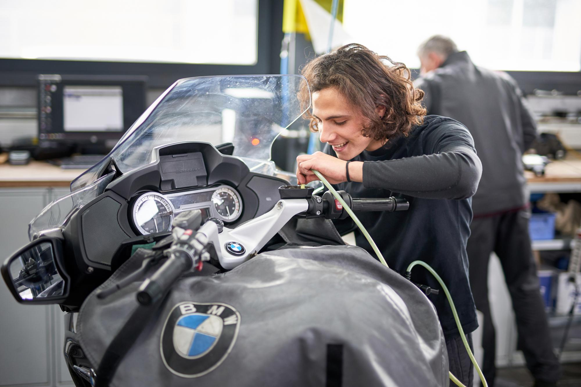 BMW motorrad mécanicien moto