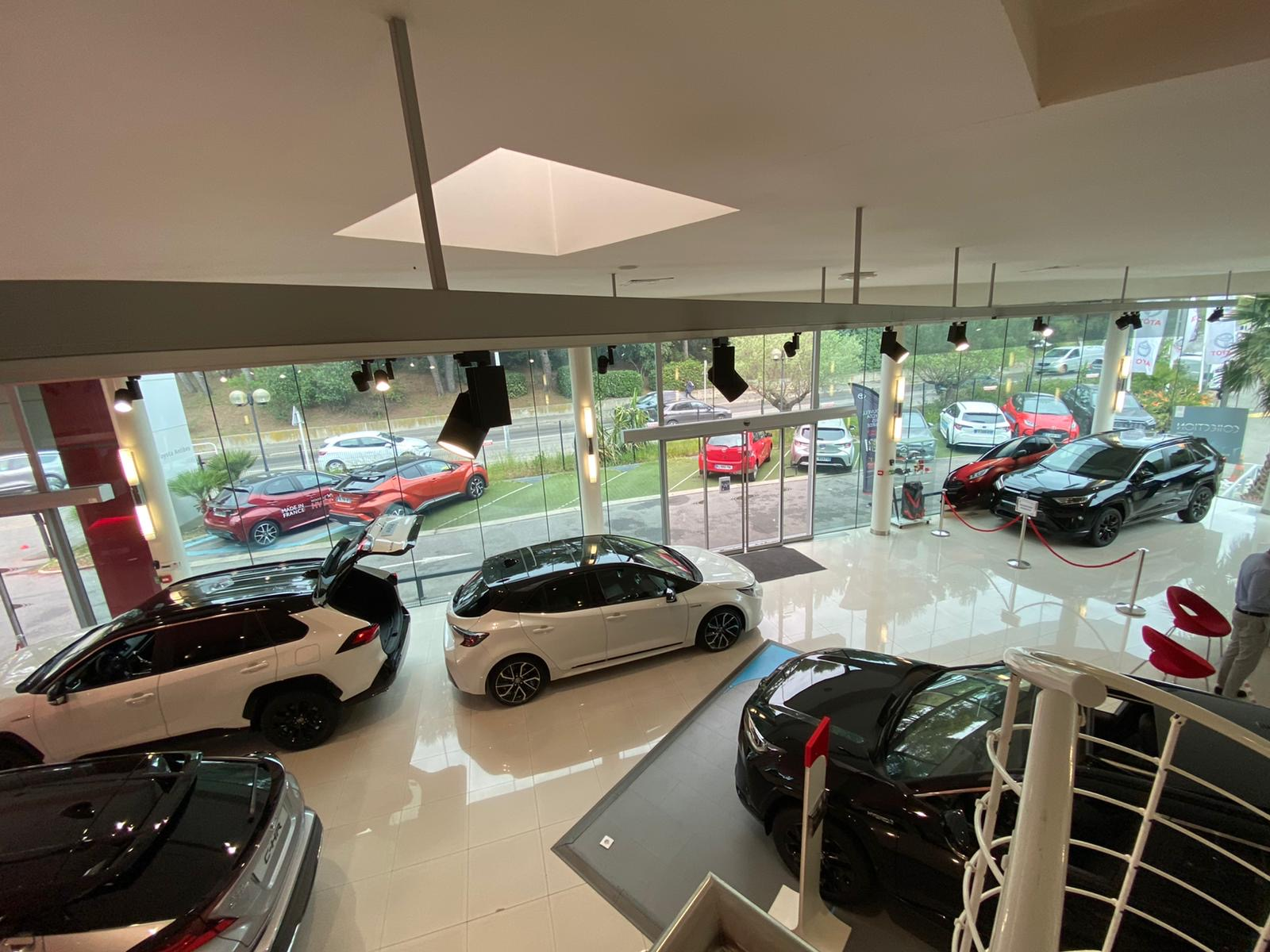 Vendeurs showroom Toyota clients particuliers
